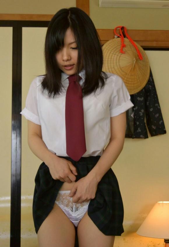 女子校生の恥じらいあるめくりパンチラ画像 part11