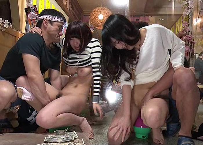 【エロ動画】彼氏に内緒で激イキ!居酒屋の素人娘をマシンバイブ責め(*゚∀゚)=3 01