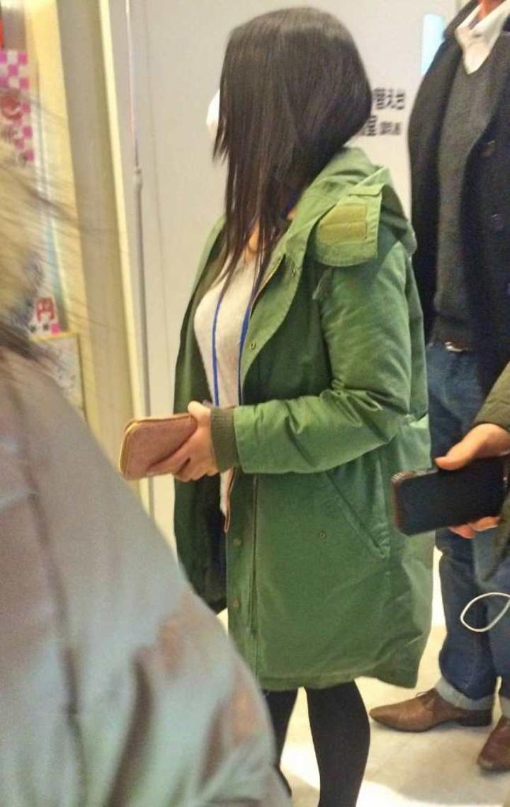 【巨乳エロ画像】1分間に5人分は拝めるw街で一際目立つ着衣おっぱいの皆さん(;´Д`)