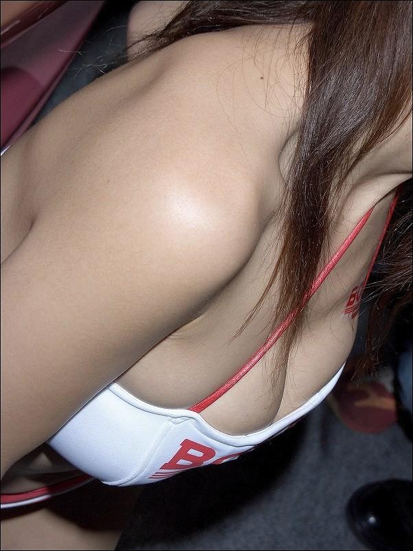 【キャンギャルエロ画像】視界に入ったらもうイベントなんてどうでも…破壊力満点なキャンギャルの乳(;´Д`)