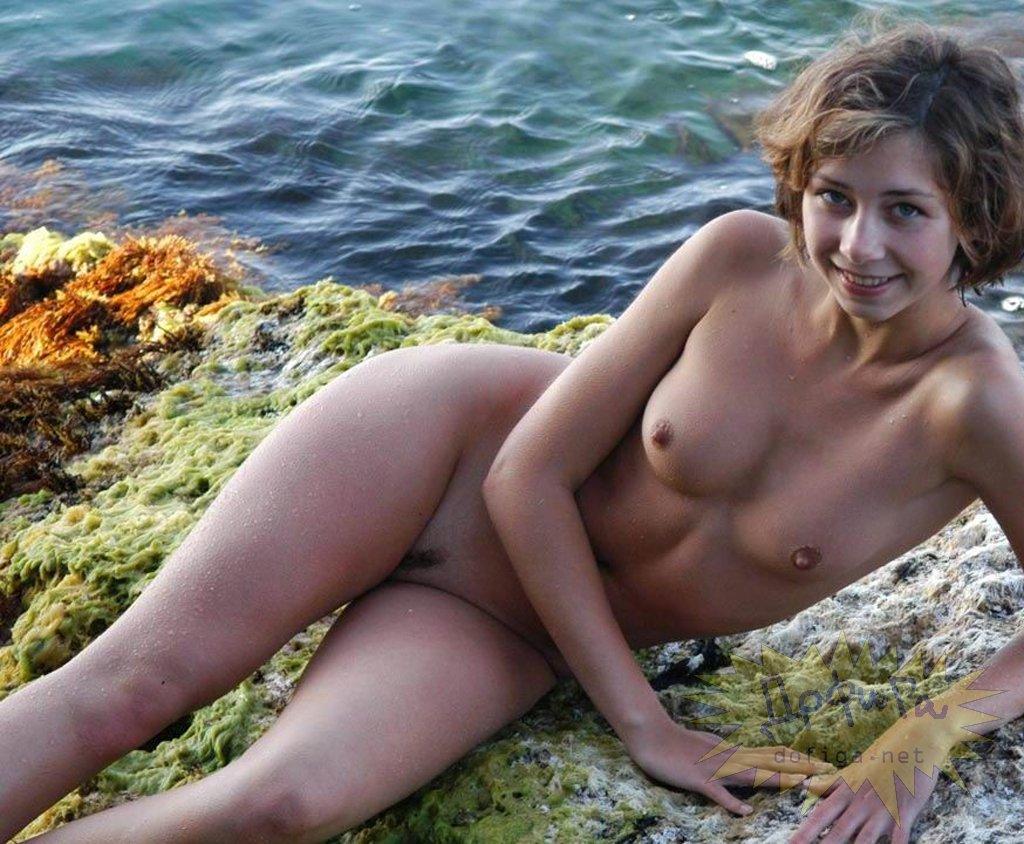 【海外エロ画像】近所に住めば見放題!金髪全裸美女だらけのヌーディストビーチ(;´Д`)