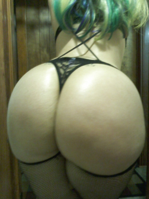 【巨尻エロ画像】文句なしの安産型!まずは後ろから責めたい美しき巨尻(;´Д`)