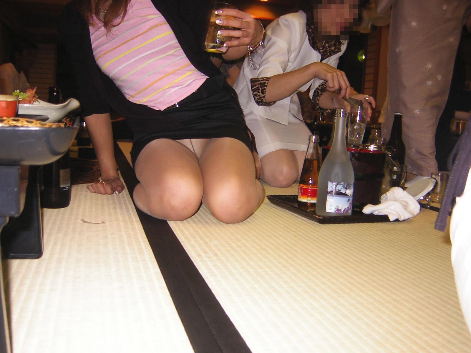 【悪ノリエロ画像】出張の夜の密かな楽しみ…ピンクコンパニオン呼んで無礼講(*´Д`)