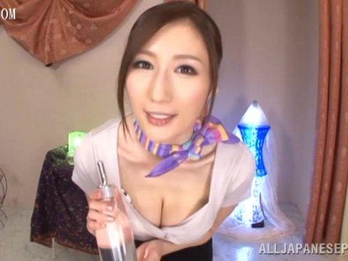 JULIAのダイナマイト巨乳を存分に楽しめる動画