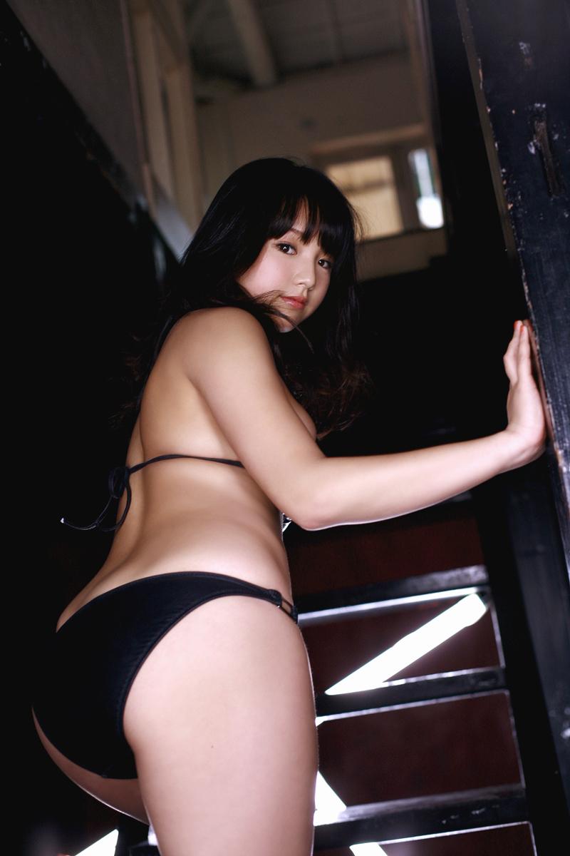 【アイドルエロ画像】鉄板の巨乳!篠崎愛ちゃんの癒しムッチリ肢体(*´д`*)