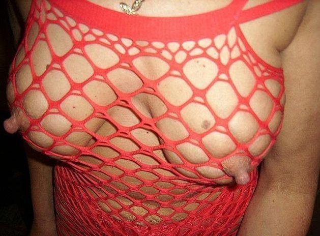 【網タイツエロ画像】乳首怪我しないでねw隠す意味なしの全身網タイツ痴女(*´д`*)