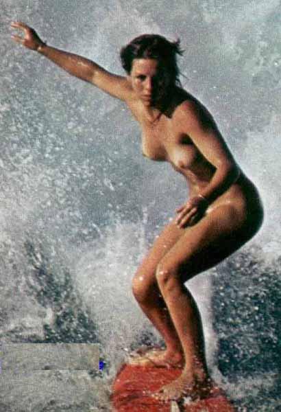 【海外エロ画像】エガちゃんに張り合って全裸逆立ちも可wヌーディストの楽園は無法地帯(*´д`*)