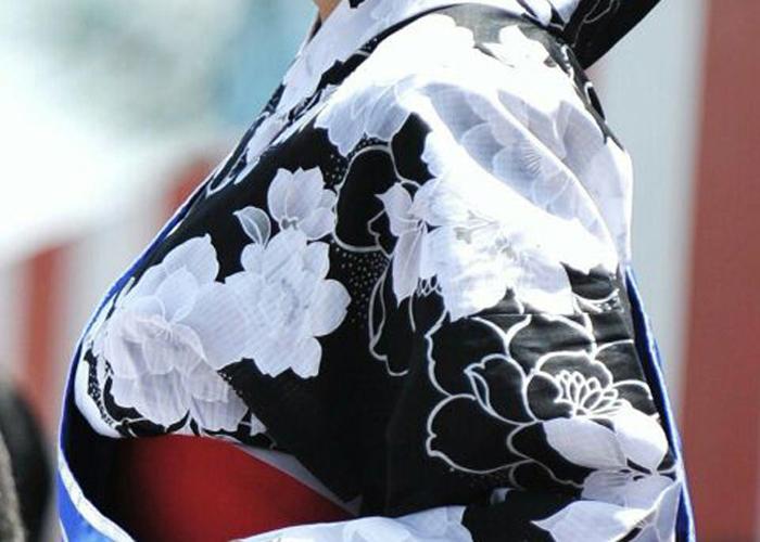 【巨乳エロ画像】和服でも目立つ胸は最強!袂に手ぇ入れたくなる着衣巨乳の皆様(;´Д`)