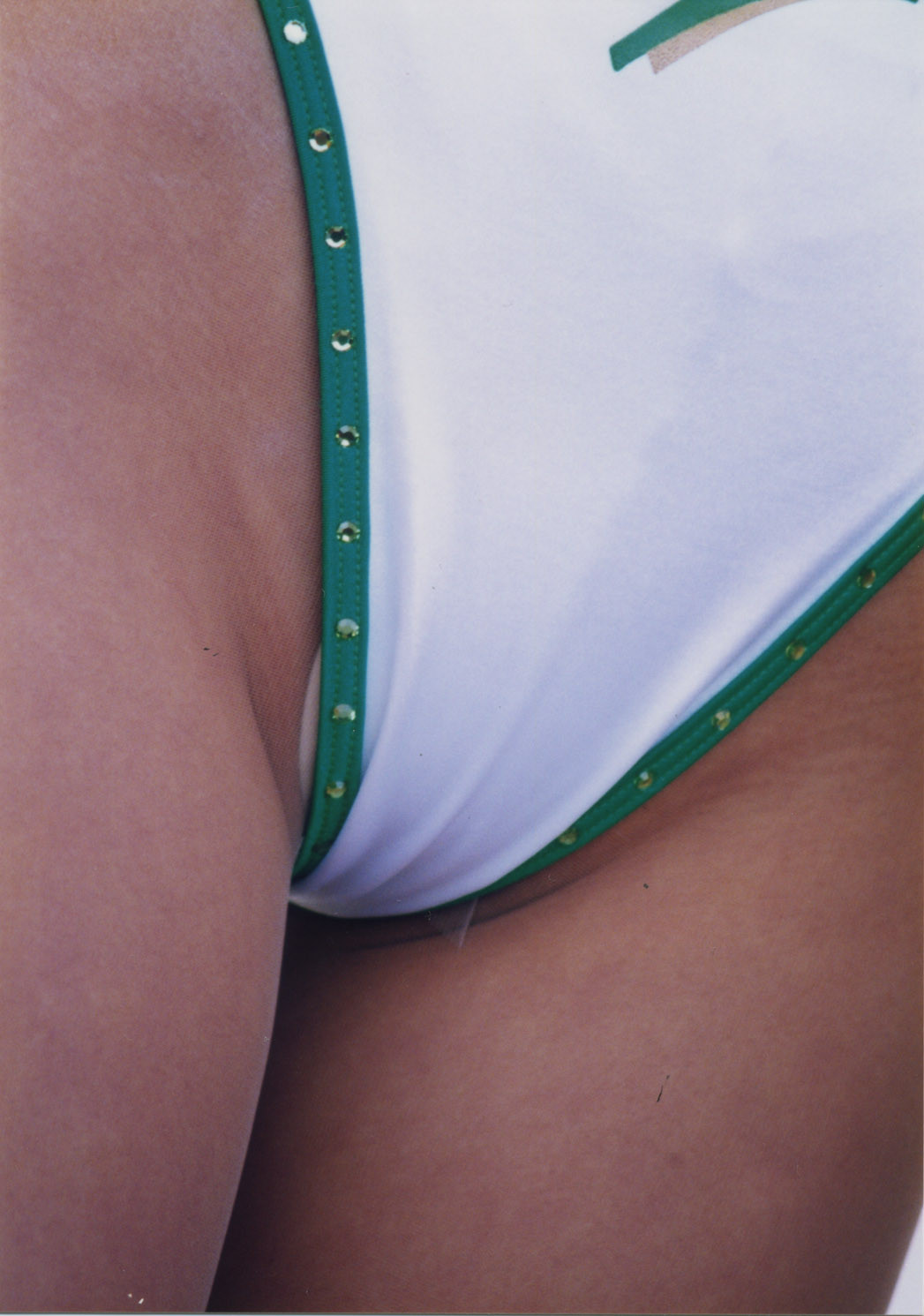 【RQエロ画像】見つかっちゃたwハイレグから下品なハミ出しバレちゃったレオタードRQ(*´Д`)