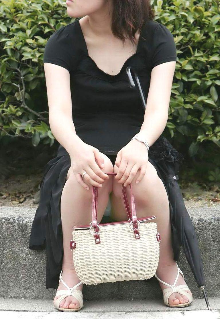 【パンチラエロ画像】GWに浮かれたミニスカ女子を無差別にパンチラ狩り!(;´Д`)