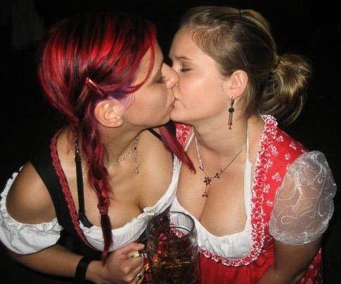 【悪ノリエロ画像】酔っ払いはどの国でもタチ悪い!エロ方面に乗っちゃう美女たちの図(;´∀`)