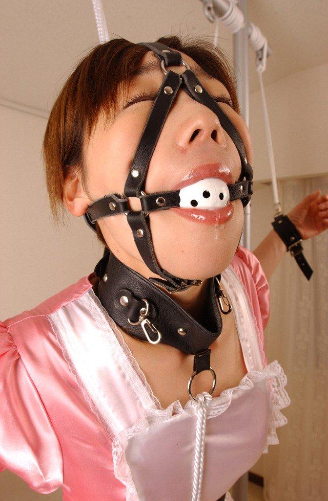 【SMエロ画像】追い込んでの涎垂れ流しがイイ!ボールギャグ拘束でM女羞恥(*´ω`)