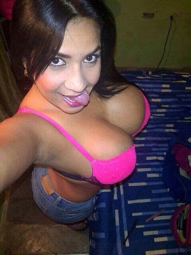 【海外エロ画像】これで素人!?乳袋レベルから圧倒的な一般外国人女性(;゚Д゚)