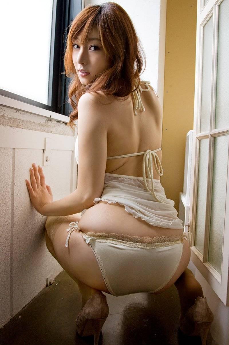 【下着エロ画像】たまに結び目硬いと困るw引けば即ご対面可能な紐パン(/ω\)