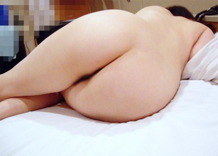 【家庭内エロ画像】だらしないと恥をかく…一般女性たちの日常モードの尻(;´∀`)