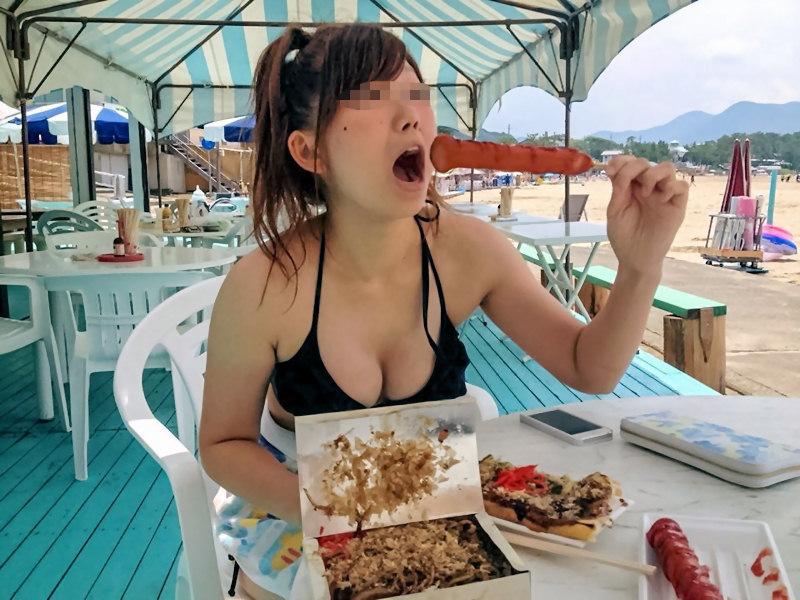 【水着エロ画像】叶うならば乳首が零れるところも見たい!ビーチのビキニ巨乳ギャル(*´Д`)
