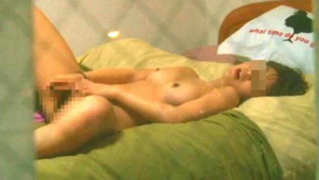 【盗撮エロ画像】素人だってオナニーぐらいは…窓から覗いた性事情(; ゚Д゚)