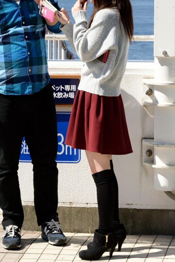 【美脚エロ画像】際だった太ももに触れたい!絶対領域を心得たセクシー美脚街撮り(*´д`*)