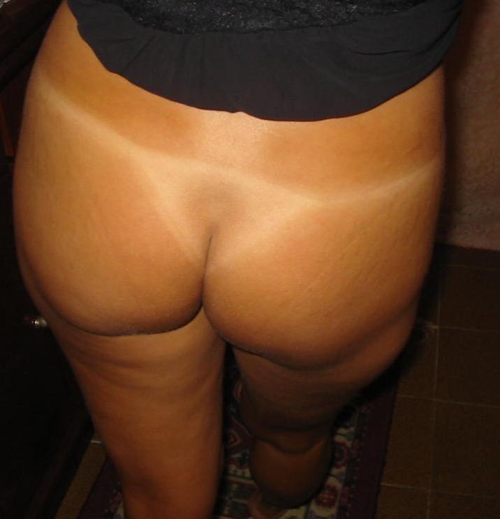 【日焼けあとエロ画像】真っ白残してなんて卑猥な…夏にヤリたい日焼け女体(;´∀`)