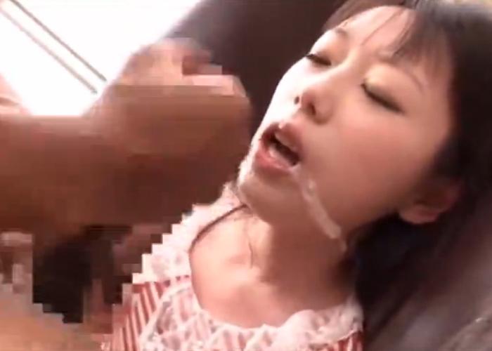 【エロ動画】苦しいよ…陽気な黒人の暴れん棒を懸命に頬張る美少女(*゚∀゚)=3 02