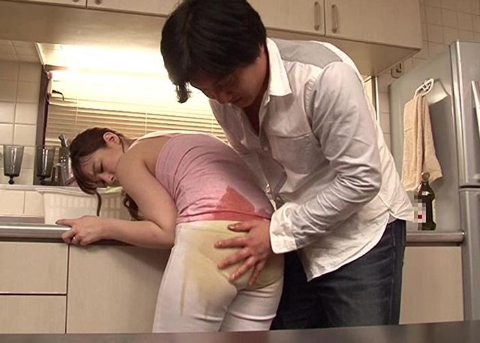 【エロ動画】けしからんケツだからつい…動けない若妻の巨尻を後ろから襲撃!(;゚∀゚)=3 01