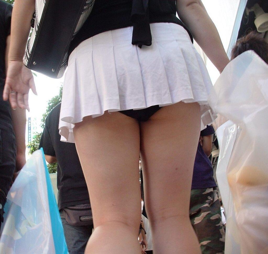 【パンチラエロ画像】短いのに迂闊ですよ!超ミニ女子たちの無自覚パンチラ(;゚Д゚)