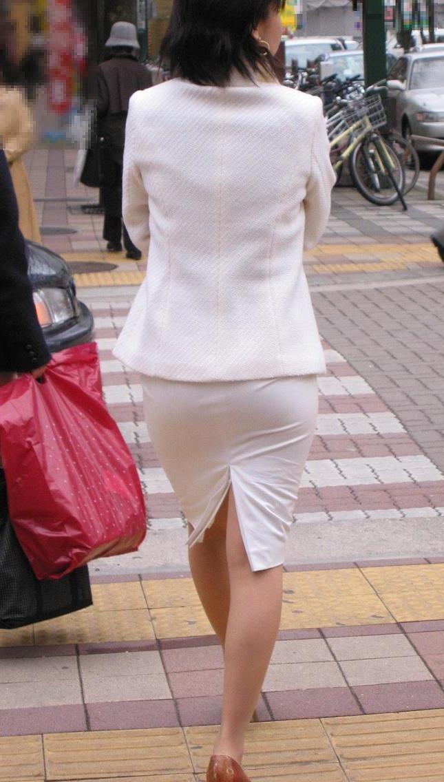 【着尻エロ画像】働く女性の標準装備、ピチピチがそそるタイトの巨尻観察(;´Д`)