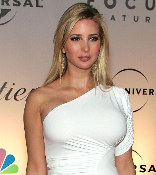 【海外エロ画像】これでも正装ですwボディコンにしか見えないドレス姿の巨乳外人さん(;・∀・)