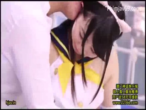 猫耳スク水の貧乳美少女に電マを当て続ける!