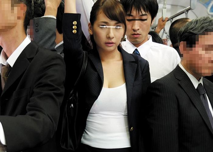 【エロ動画】義姉さんゴメン!満員電車で密着、勃起そして一線越え(;゚∀゚)=3