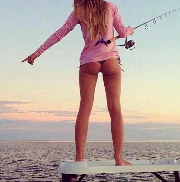 【水着エロ画像】釣り中の外人さんのビキニ巨尻が強烈すぎる件(*´Д`)