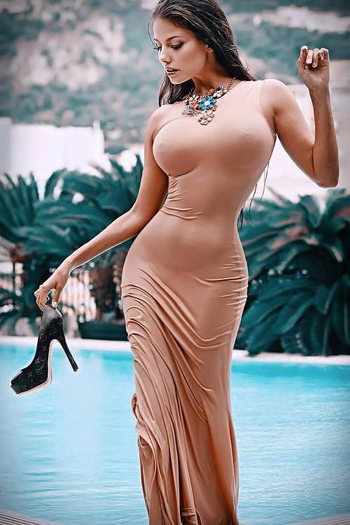 【海外エロ画像】デカすぎるから守りは却下w攻めてる海外の着衣巨乳の皆さん(;´Д`)