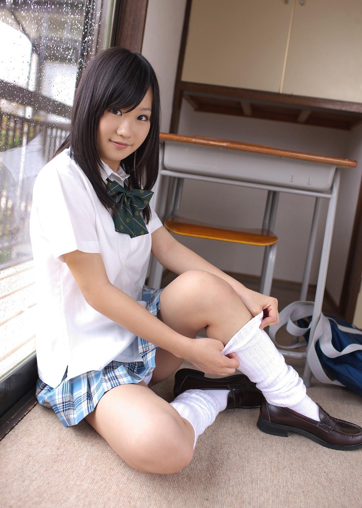 【制服エロ画像】似合う娘なら見たい!制服娘の誘惑ミニスカパンチラ(;´Д`)