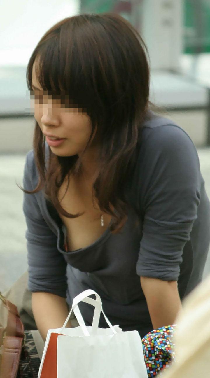 【胸チラエロ画像】手を入れたくなりそう…袂から魅惑を放つ胸チラお姉さん(*´Д`)