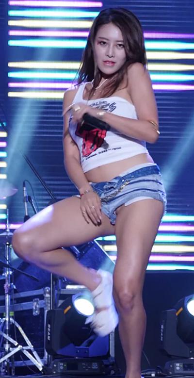 【海外エロ画像】アイドル性よりも性的アピール重視なK-POPアーティスト(*´д`*)
