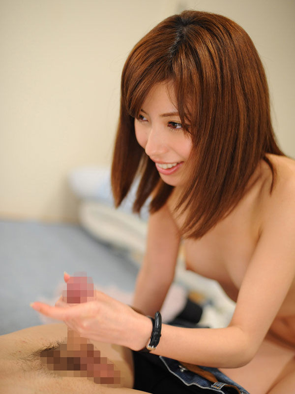 【手コキエロ画像】一瞬で抜かれる事もあるから油断できない手コキ責め(*゚∀゚)=3