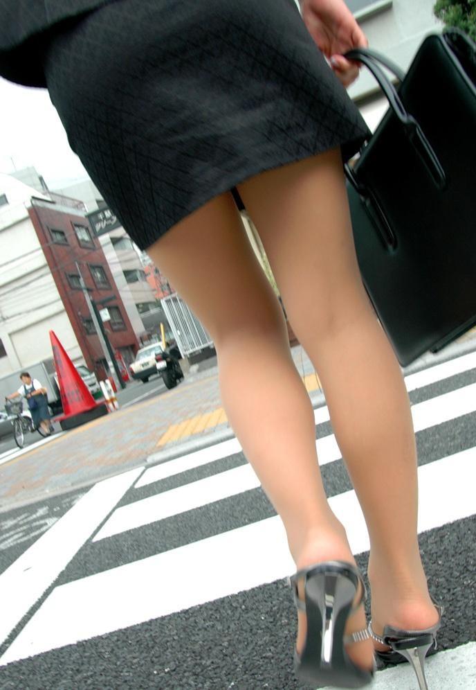 【美脚エロ画像】踏まれると痛そう…でもグリグリされたいヒール美脚(;´Д`)