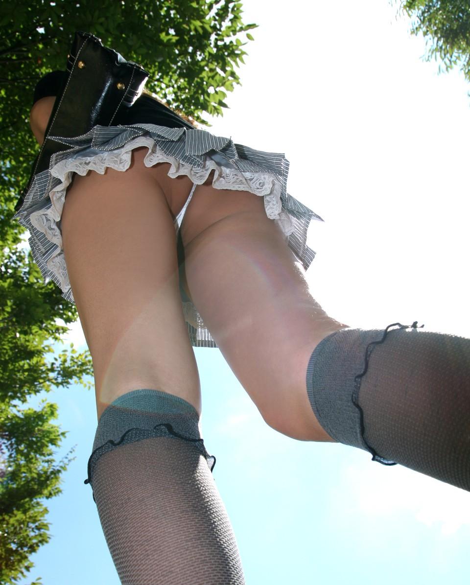 【パンチラエロ画像】履いていたら是非見せて欲しいTバックパンチラ(;´∀`)