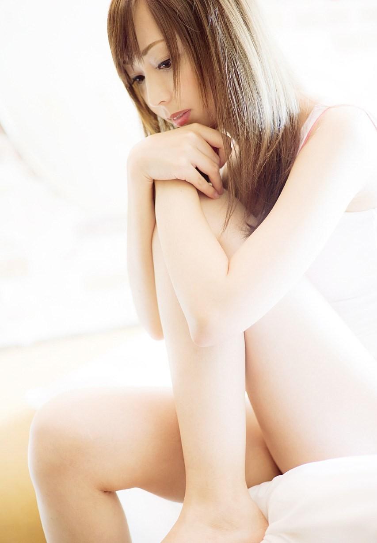 【美脚エロ画像】埋もれて癒されたい!静かに誘うおなごのムッチリ太もも(*´Д`)