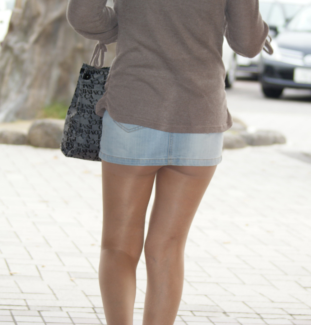 【ミニスカエロ画像】履いてるだけで危うい予感…デニミニ見たら要チェック!(`・ω・´)9m