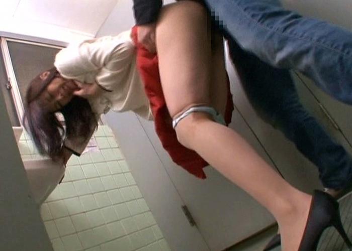 【エロ動画】狙うは母娘連れ!娘の前で痴漢凌辱された美人ママ(;゚∀゚)=3 02