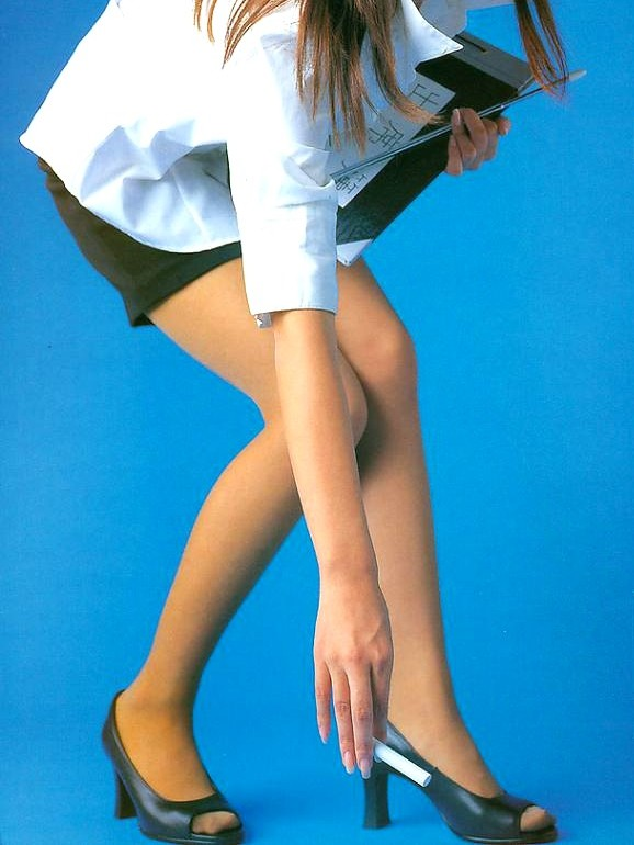【女教師エロ画像】指し棒でナニするんでしょw憧れていた存在のスケベ女教師(;´Д`)