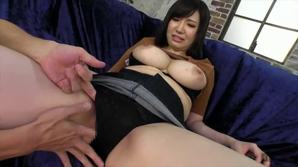 巨乳お姉さんが初イキ&パイズリ!