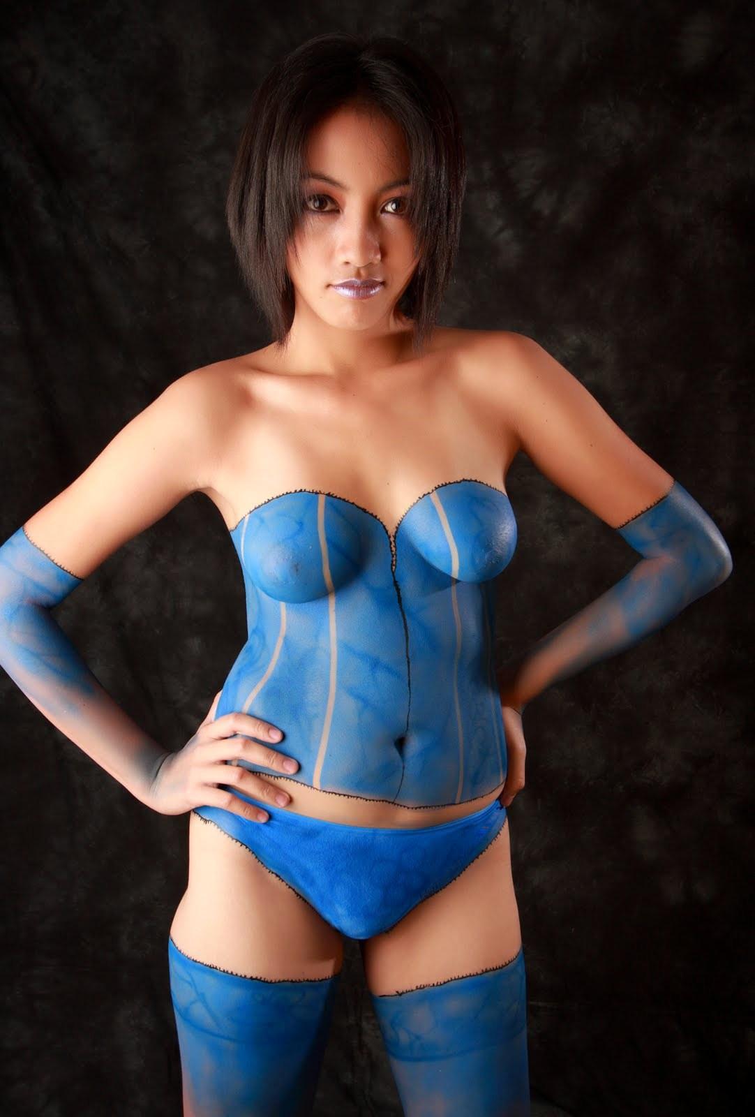 【ボディペイントエロ画像】着てません描いているだけw胸のポッチは誤魔化せないペイント美女(;´Д`)