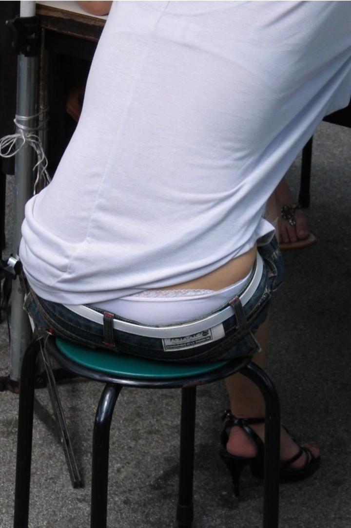 【ローライズエロ画像】未だに半ケツする人がそこらに…下着も丸出しローライズ観察(;・∀・)