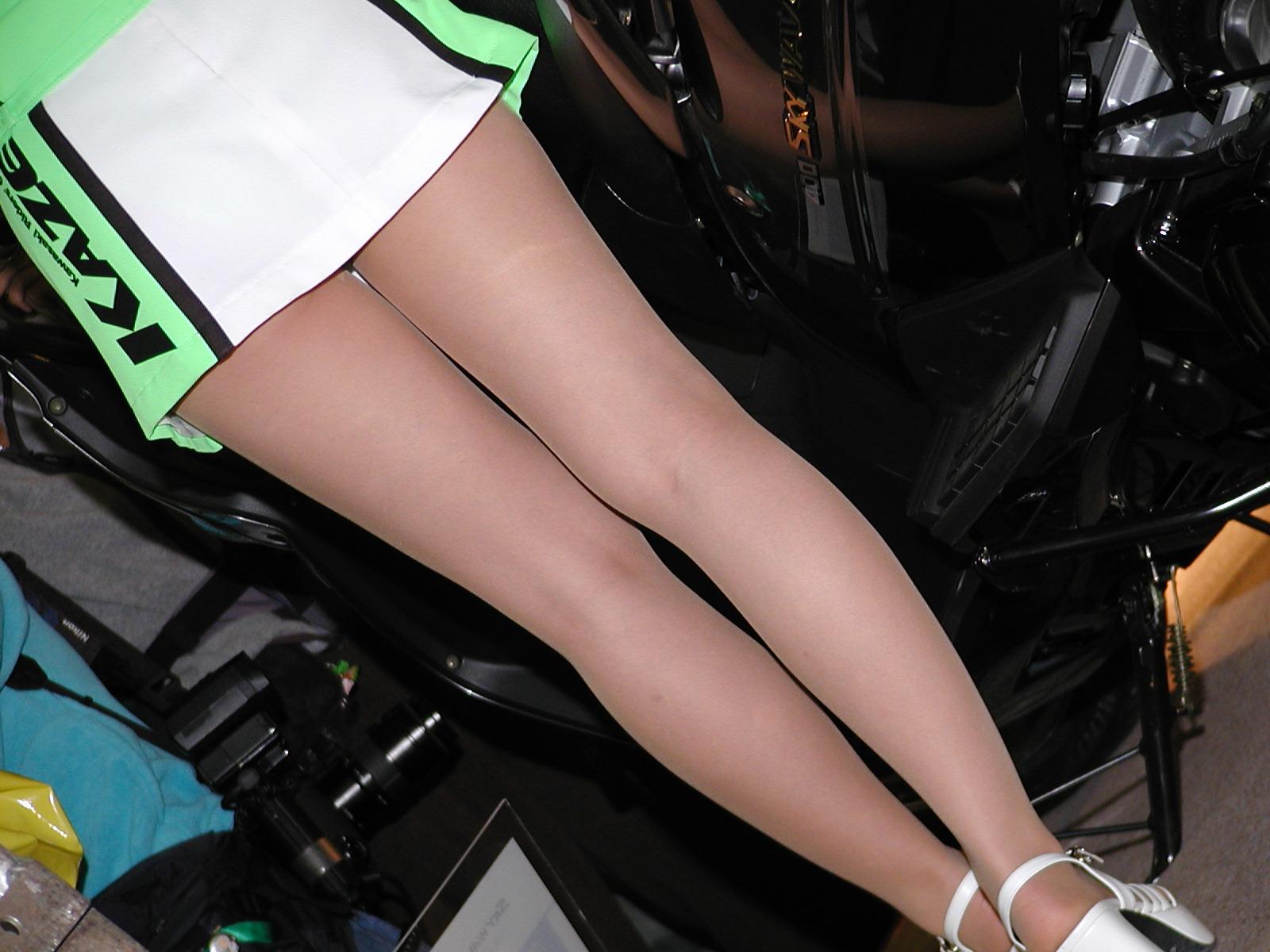 【キャンギャルエロ画像】綺麗で当然!だが希少なイベント美女たちの極上美脚(;´Д`)