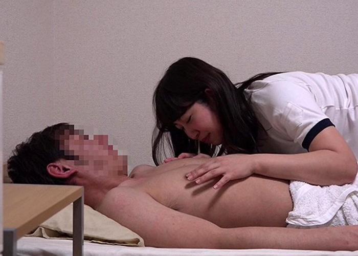 【エロ動画】偶然装えばいける!人気のコスプレデリ嬢と中出し本番(*゚∀゚)=3 01