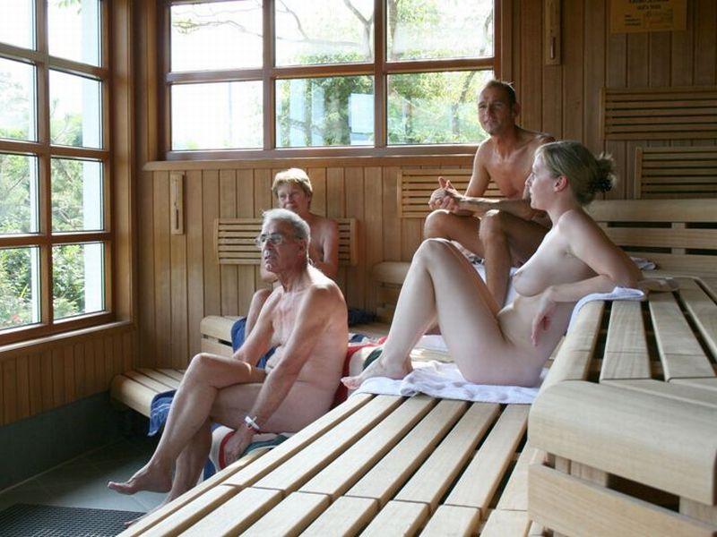 【海外エロ画像】混浴OK!逆上せにご注意サウナの全裸金髪美女たち(;´Д`)