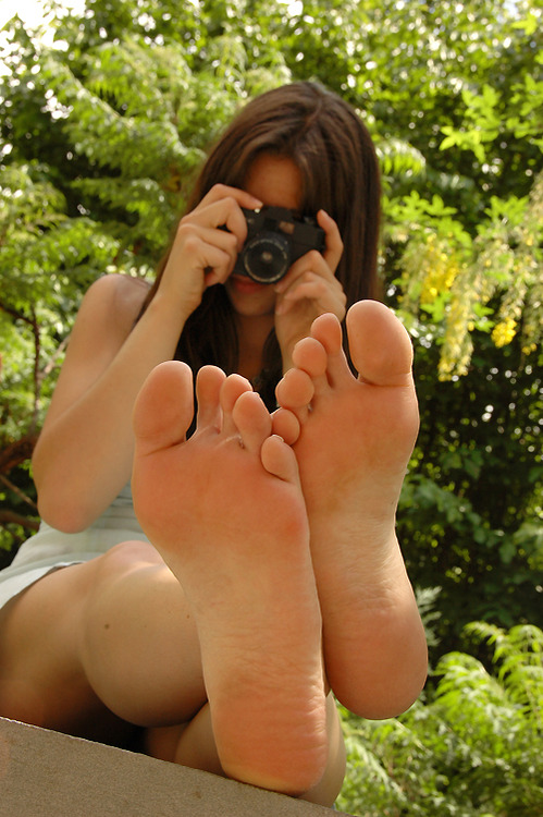 【海外美脚エロ画像】付け根から足先まで全部!素敵すぎる異国の若き美脚(*´д`*)