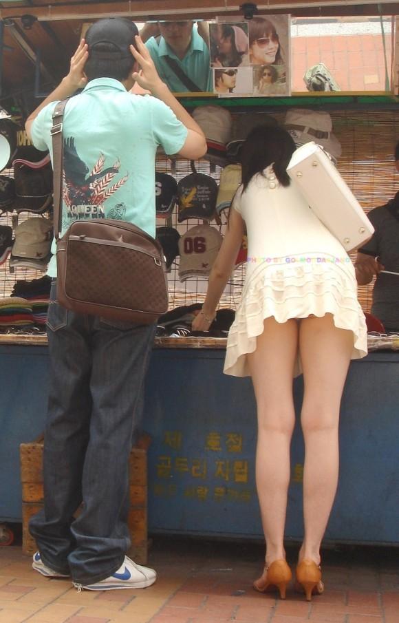 パンツ見えなくても抜ける路上ギャルのミニスカ画像 part2